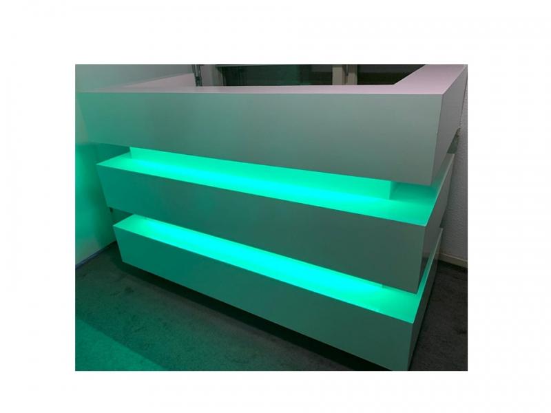 Verhuur witte DJ bar booth